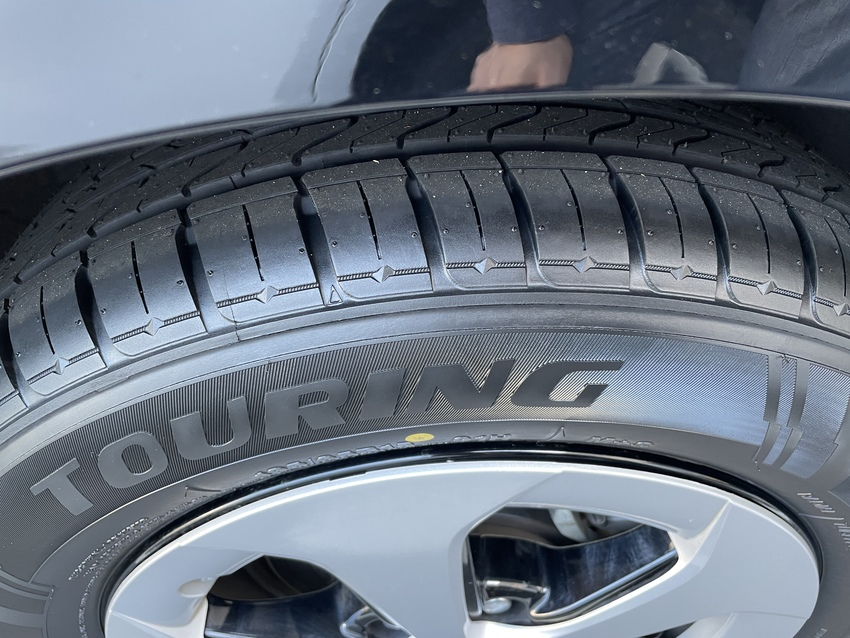 タイヤはすり減っていたので、4...